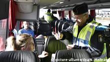 FILE - epa05021822 A police officer check legitimation from a driver from Denmark at Lernacken on the Swedish side of the Oresund strait, 12 November 2015. EPA/NILS MEILVANG DENMARK OUT SWEDEN OUT (zu dpa Passkontrollen an dänisch-schwedischer Grenze gestartet vom 04.01.2016) +++(c) dpa - Bildfunk+++Copyright: picture-alliance/dpa/N. Meilvang