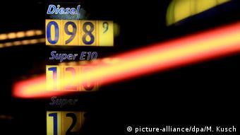 Η άνοδος στην τιμή του πετρελαίου αρχίζει να πυροδοτεί τον πληθωρισμό