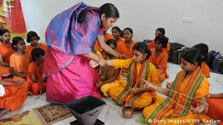 Indien Hinduistische Priesterin Acharya Savitha (Getty Images/AFP/N. Seelam)
