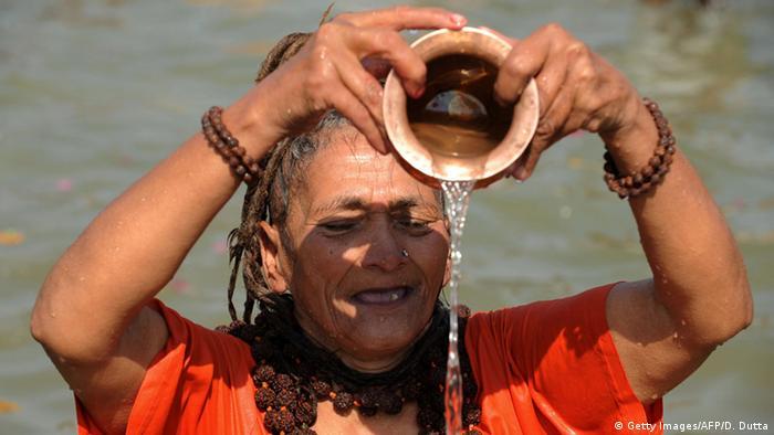 Indien Hinduistische Priesterin (Getty Images/AFP/D. Dutta)