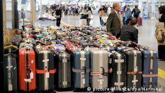 Sutivcases, Copyright: picture-alliance/dpa/Hannibal