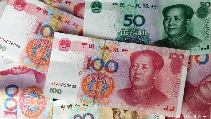 Yuan banknotes (picture-alliance/dpa/J. Kalaene)