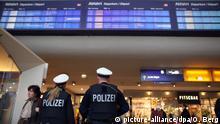 Deutschland Polizei Hauptbahnhof in Köln
