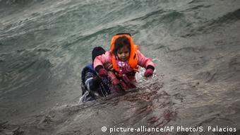 Беженцы, достигшие сотрова Лесбос