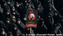 04.01.2016 *** An Iranian woman holds up a poster showing Sheikh Nimr al-Nimr, a prominent opposition Saudi Shiite cleric who was executed last week by Saudi Arabia, in Tehran, Iran, Monday, Jan. 4, 2016. Allies of Saudi Arabia followed the kingdom's lead and began scaling back diplomatic ties to Iran on Monday after the ransacking of Saudi diplomatic missions in the Islamic Republic, violence sparked by the Saudi execution of al-Nimr. (AP Photo/Vahid Salemi) © picture-alliance/AP Photo/V. Salemi