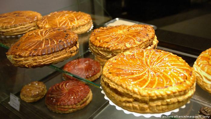 French Three Kings' cakes sit in a bakery window