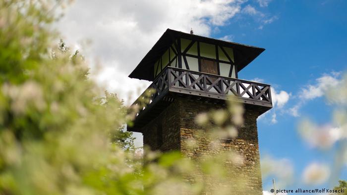 Реконструированная римская башня в Ксантене