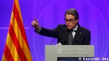 05.01.2016 *** Catalan acting President Artur Mas gestures during a news conference at Palau de la Generalitat in Barcelona, Spain, January 5, 2016. REUTERS/Albert Gea © Reuters/A. Gea
