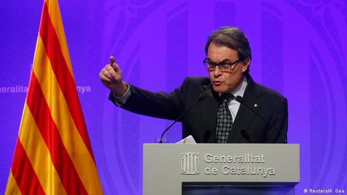 Catalan acting President Artur Mas gestures during a news conference