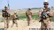 ARCHIV 2012 *** US Marines from Kilo Company of the 3rd Battalion 8th Marines Regiment start their patrol from FOB (Forward Operating Base) Delhi in Garmser, Helmand Province on June 27, 2012. The 130,000 NATO troops are due to leave Afghanistan by the end of 2014 and there are fears that their exit will lead to a reduction in rights and freedoms in the war-torn country. AFP PHOTO / ADEK BERRY (Photo credit should read ADEK BERRY/AFP/GettyImages) © Getty Images/AFP/A. Berry