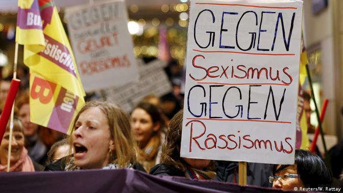 Жители Кельна провели акцию протеста против насилия над женщинами