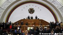 05.01.2016 *** Henry Ramos Allup (C), deputy of Venezuelan coalition of opposition parties (MUD) and president of the National Assembly, first Vice President Enrique Marquez (L) and second Vice President Simon Calzadilla preside a session at the National Assembly, January 5, 2016. REUTERS/Carlos Garcia Rawlins © Reuters/C.G. Rawlins