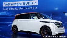 05.01.2016 ***** The Volkswagen BUDD-e electric vehicle is displayed during Chairman of Volkswagen Passenger Cars' board Herbert Diess' keynote address at the 2016 CES trade show in Las Vegas, Nevada, January 5, 2016. REUTERS/Steve Marcus Copyright: Reuters/S. Marcus
