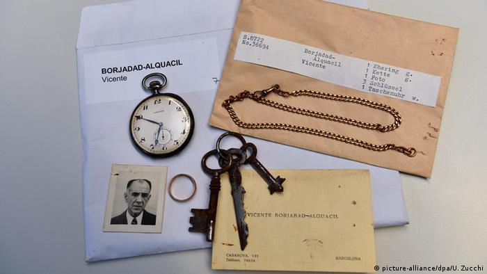 Objetos e documentos de vítimas do regime nazista guardados nos Arquivos de Arolsen