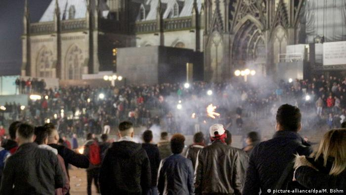 New Year's Eve crowd in front of Cologne cathedral