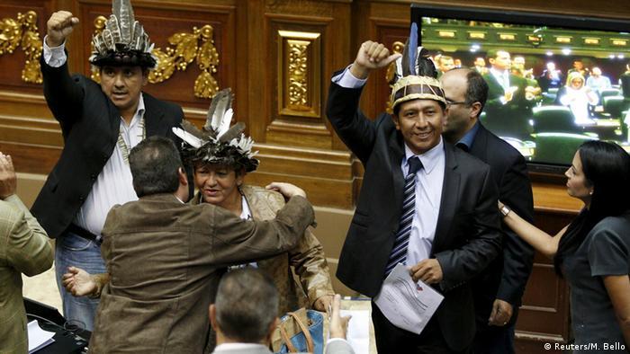 Venezuela Parlamentsbildung MUD (Reuters/M. Bello)