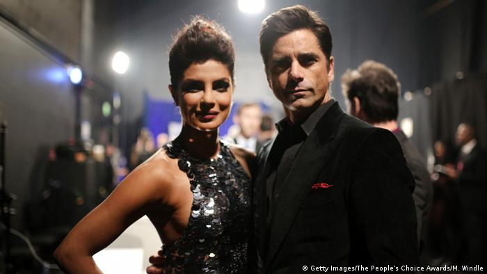 USA People's Choice Awards 2016 - Priyanka Chopra & John Stamos