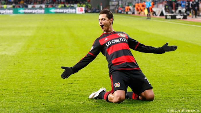 Javier Chicharito Hernandez von Bayer Leverkusen bejubelt einen Treffer (Foto: picture alliance/Mika)