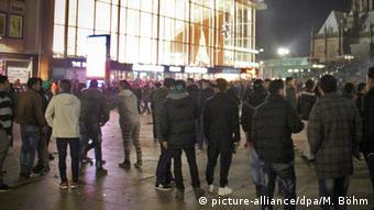 Hauptbahnhof Köln Sylvester Ausschreitungen Menschenmassen