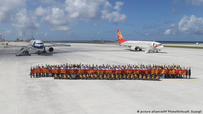 China Flughafen auf Yongshu Jiao Insel der umstrittennen Spratly-Insel Gruppe (picture alliance/AP Photo/Xinhua/X. Guangli)