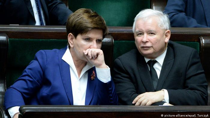 Prime Minister Beata Szydlo and PiS leader Jaroslaw Kaczynski consult each other in the Polish parliament