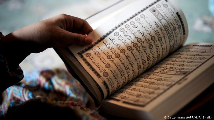 Symbolbild - Koran (Getty Images/AFP/M. Al-Shaikh)