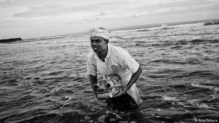 Indonesien Bali Serie Men, Mountains and the Sea