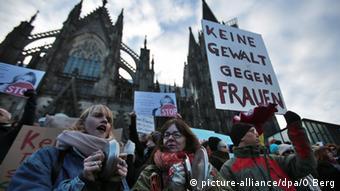 Deutschland Köln Demonstrationen Pegida Gegendemonstranten