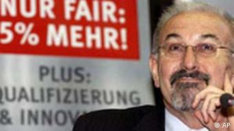 Der IG Metall Vorsitzende Juergen Peters