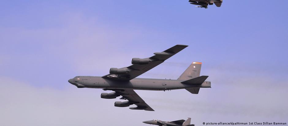 Bobmardeiro B-52 durante manobra na Coreia do Sul