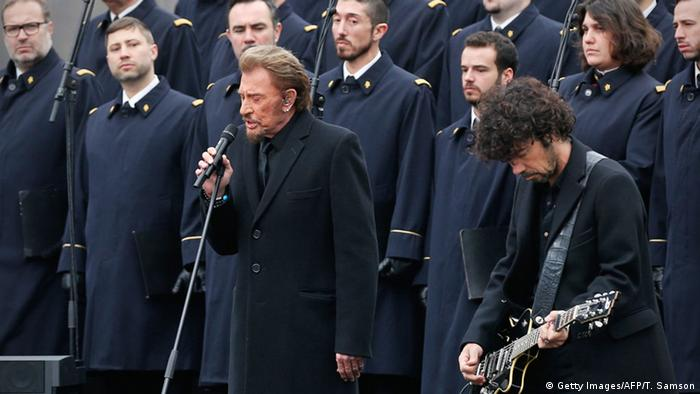 Johnny Hallday performing with French army choir (back) during a remembrance rally (Getty Images/AFP/T. Samson)