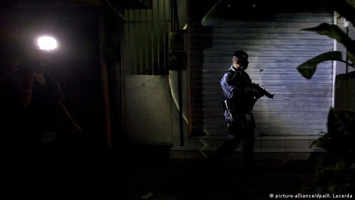 Symbolbild - Brasilien Razzia Slum Polizei 2