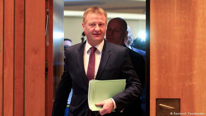 Deutschland Ralf Jäger Innenausschuss NRW-Landtag (Reuters/I. Fassbender)