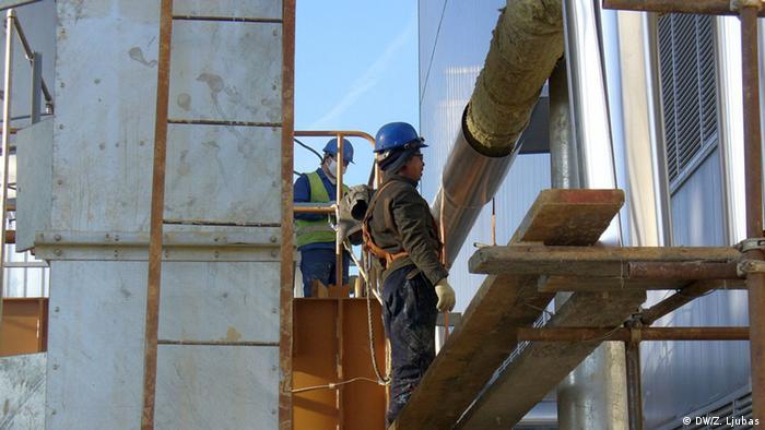 Bosnien Stanari Kohlekraftwerk Arbeiter (DW/Z. Ljubas)