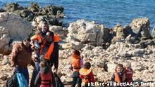 11.01.2016 **** AYDIN, TURKEY - JANUARY 9: A group of refugee is seen at a coast in the Didim district of Aydin, Turkey on January 9, 2016. Turkish Coast Guards rescued 33 people while they were illegally trying to go to Greek Islands. Suat Deniz / Anadolu Agency @ picture-alliance/AA/S. Deniz