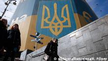 Ukraine Gebäude in Farben der Nationalflagge in Kiew