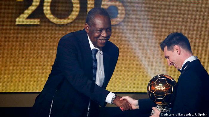 Schweiz, Ballon d'Or Gala 2015 Issa Hayatou und Lionel Messi