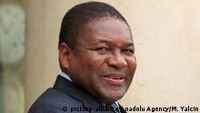 ARCHIV 2015 *** PARIS, FRANCE - JULY 20: French President Francois Hollande (not seen) welcomes Mozambique President Filipe Nyusi at the Elysee Palace in Paris, France on July 20, 2015. Mustafa Yalcin / Anadolu Agency Keine Weitergabe an Drittverwerter. © picture-alliance/Anadolu Agency/M. Yalcin