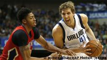 02.01.2016 **** New Orleans Pelicans forward Anthony Davis, left, defends against Dallas Mavericks forward Dirk Nowitzki, right, during the second half of an NBA basketball game, Saturday, Jan. 2, 2016, in Dallas. (AP Photo/Ron Jenkins) @ picture-alliance/AP Photo/R. Jenkins