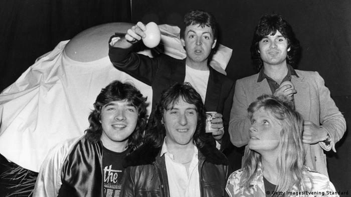 Schwarz-weiß-Aufnahme der Band The Wings mit Paul McCartney. (Foto: Getty Images/Evening Standard)