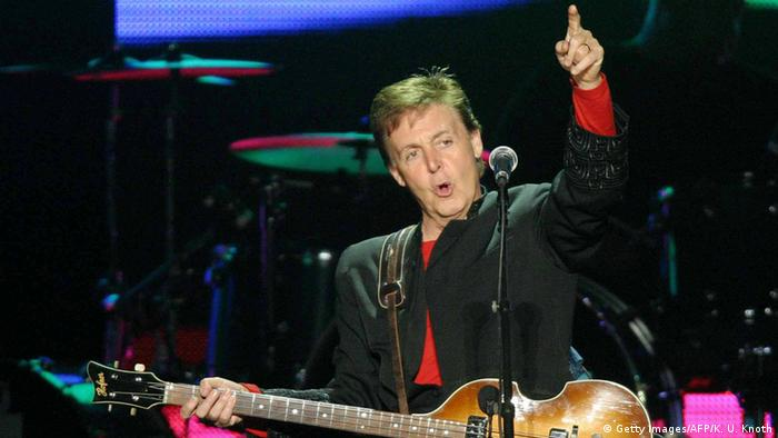 Paul McCartney at the Back in the World tour 2003 (Getty Images/AFP/K. U. Knoth)