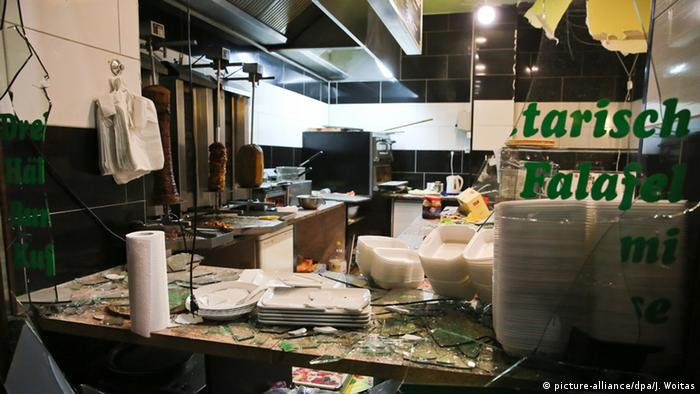 A fast food restaurant in Leipzig after the 2016 riot (picture-alliance/dpa/J. Woitas)