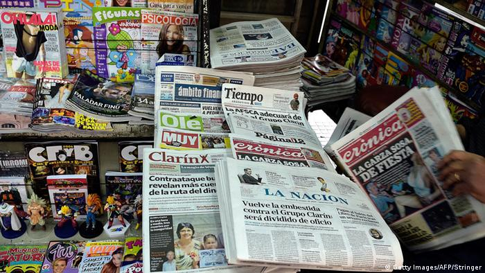 Argentinien Buenos Aires Zeitungskiosk Medien Zeitungen