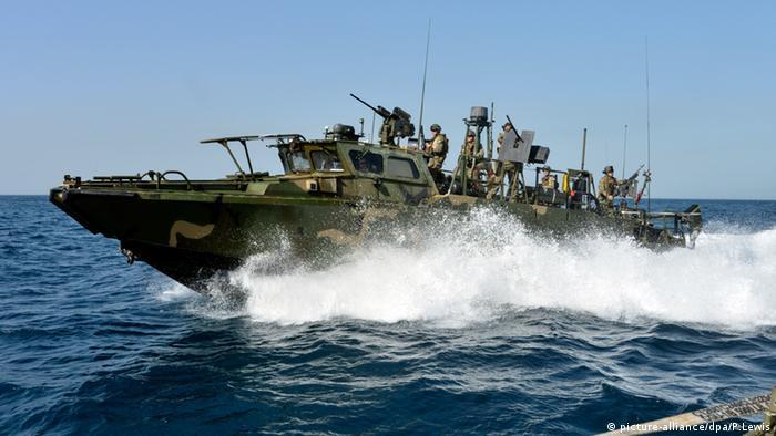 Barco de patrulha americano no Golfo Pérsico, igual aos que foram interceptados pelo Irã