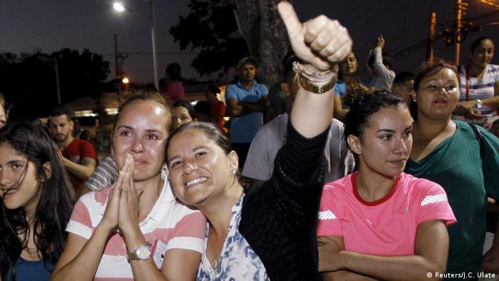 Migrantes cubanos a su salida de Costa Rica.