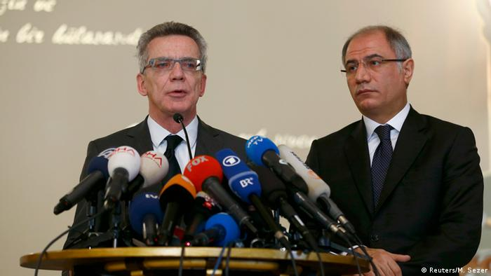 Turkish Interior Minister Efkan Ala (R) and his German counterpart Thomas De Maiziere address a joint news confernence in Istanbul, Turkey