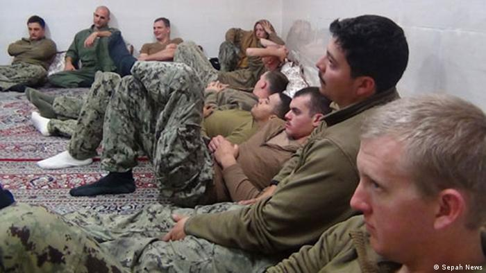 در دی ۱۳۹۴ نیروی دریایی سپاه پاسداران انقلاب اسلامی دو قایق نظامی آمریکایی را در آبهای ایران و در نزدیکی جزایر فارسی توقیف و ۱۰ ملوان نیروی دریایی آمریکا را بازداشت کرد. ایران تصاویری از ملوانان بازداشتشده را در حالی که زانو زده و به نشانه تسلیم دستهایشان را روی سرشان گذاشته بودند منتشر کرد. ملوانان آمریکایی چند ساعت پس از بازداشت آزاد شدند.