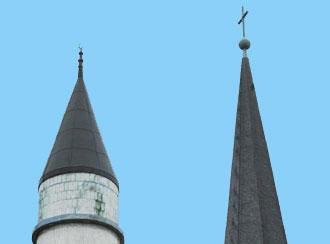 Symbolbild für Integration,Türme eines Minaretts und einer Kirche (Foto: AP)