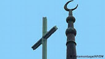 Symbolbild Religion Moschee und Kirche