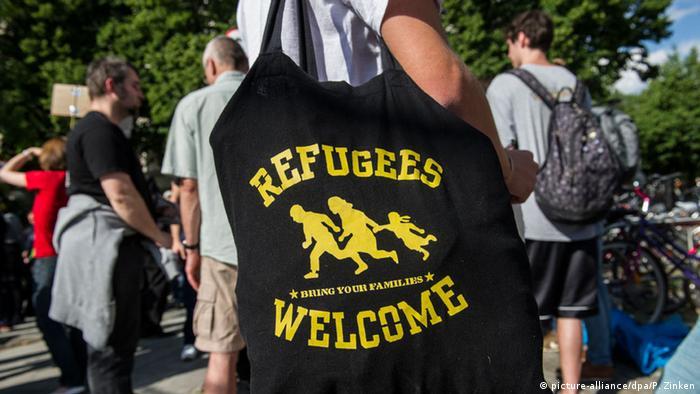 Сумка с надписью Добро пожаловать, беженцы